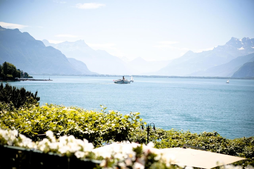 pafh-hotel-trois-couronnes-view-lake-1000